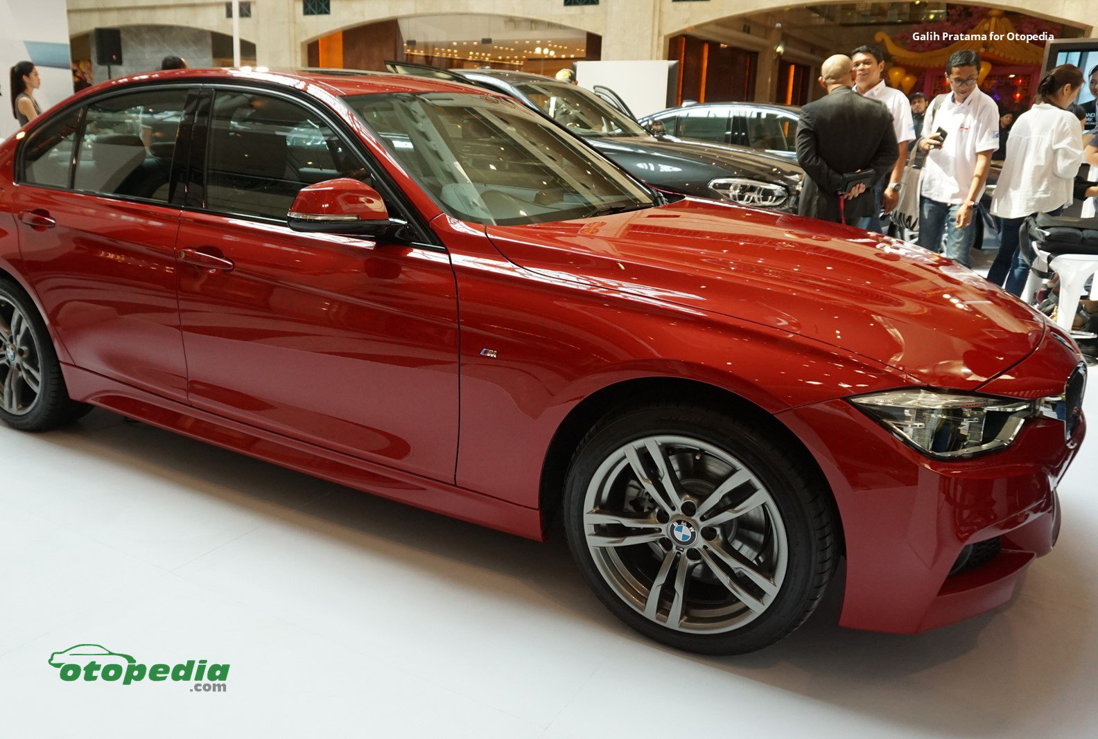 Beli BMW Model 320i dan 530i Bebas Biaya Balik Nama