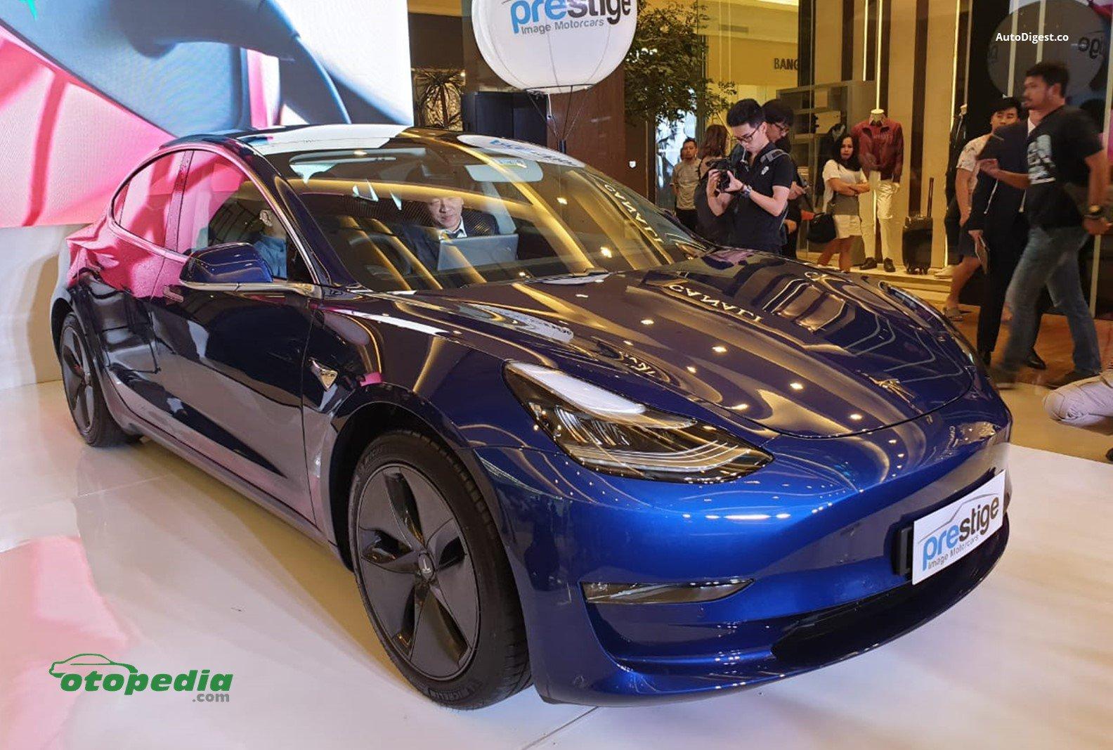 Mobil Listrik Tesla Model 3 Mulai Dipasarkan Segini Harganya