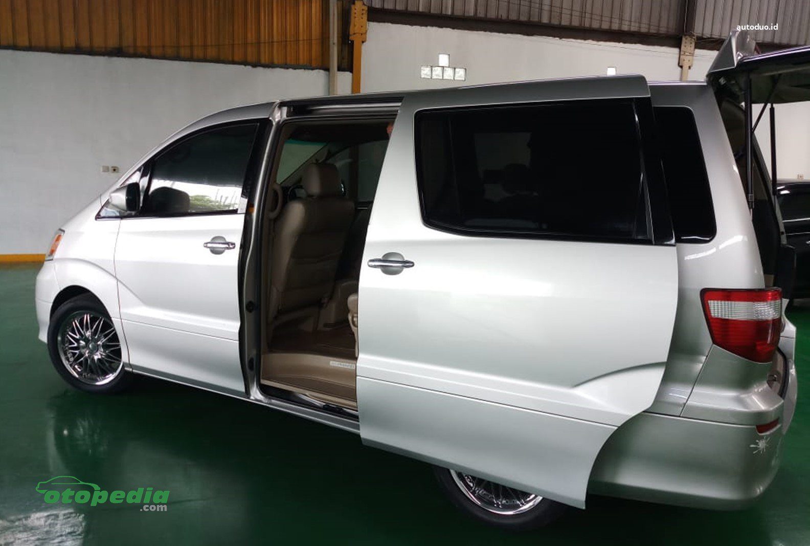 Sliding Door Alphard.jpg