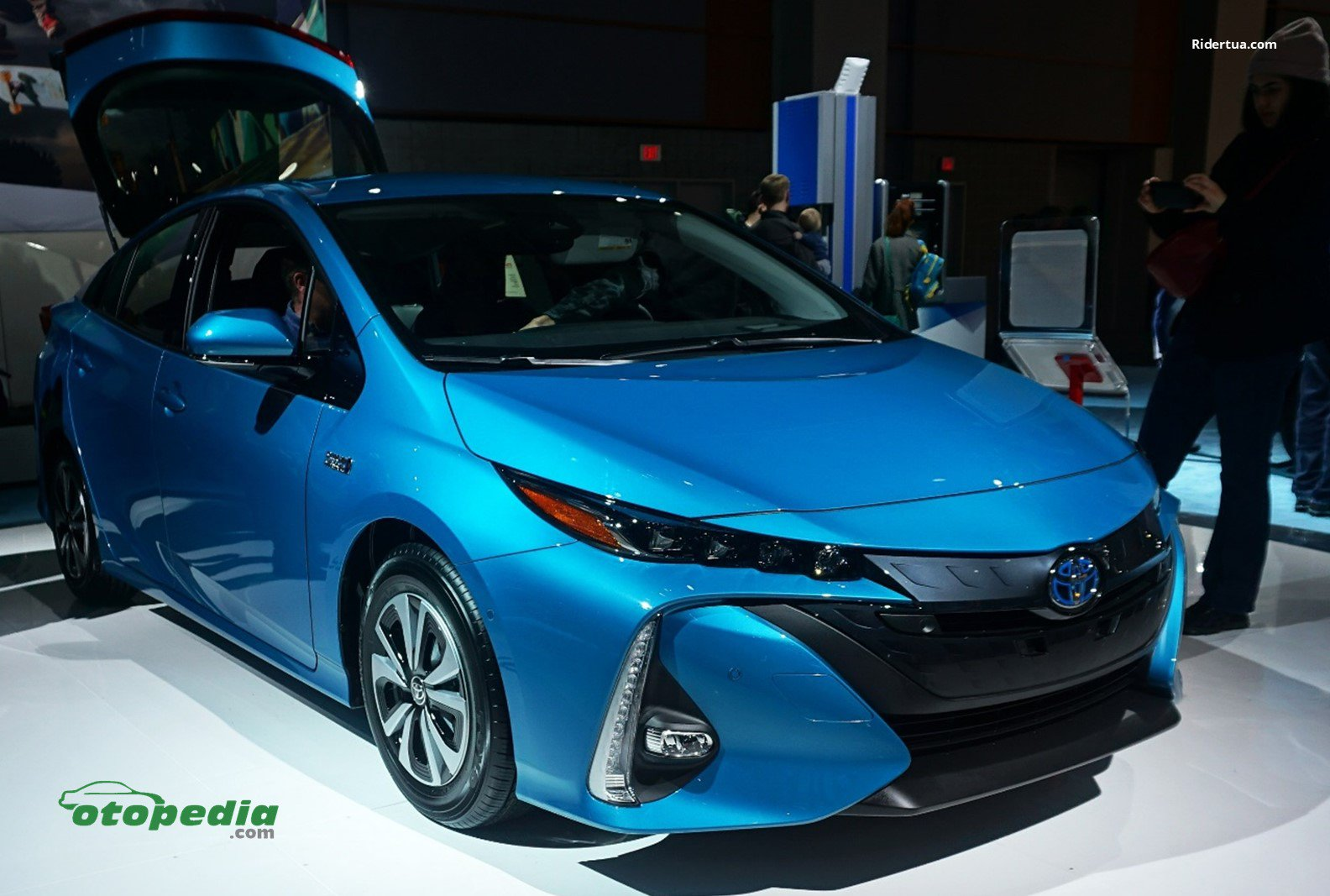 /media/images/Toyota-Prius-PHEV.original.jpg