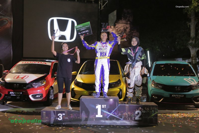 Para srikandi trek slalom di event Brio Saturday Night Challenge 2019.