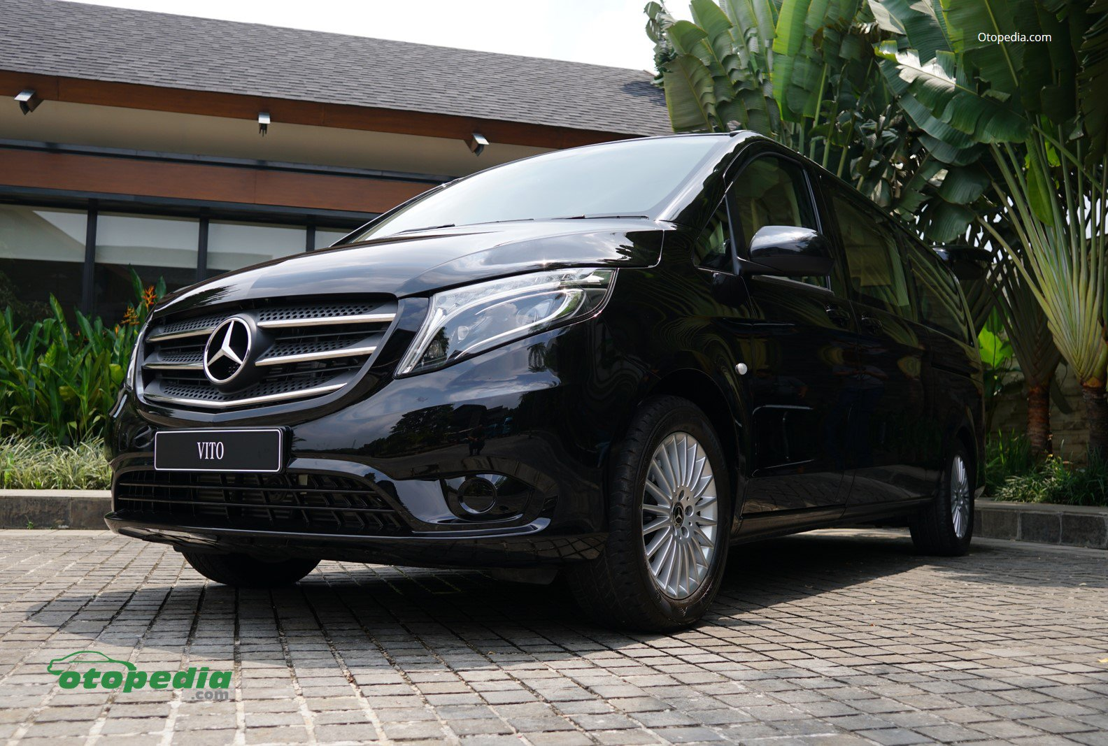 /media/images/vito-tourer-1.original.jpg